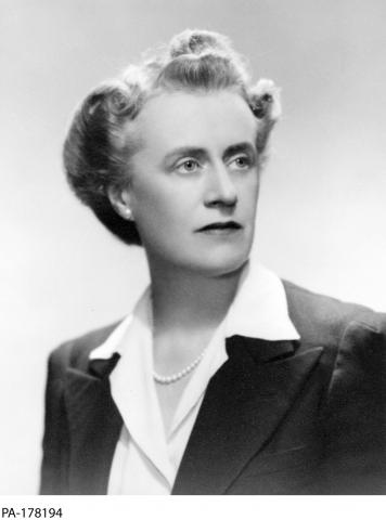 Black and white photograph of Thérèse Casgrain.